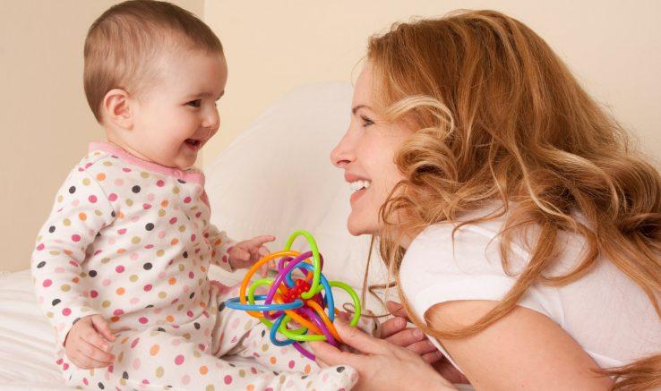 زبانی 12 تا 18 738x437 - رشد زبانی کودکان 12 تا 18 ماهه را با این فعالیت ها تقویت کنید