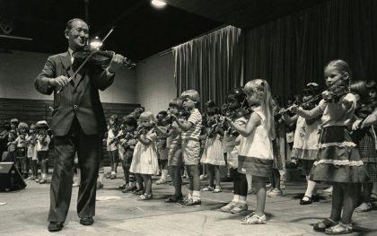 420x263 - روش های آموزش موسیقی به کودکان: 5- روش سوزوکی