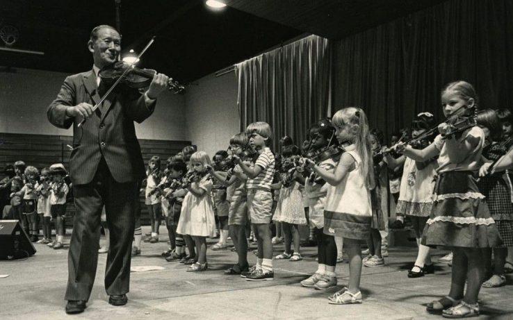 738x461 - روش های آموزش موسیقی به کودکان: 5- روش سوزوکی