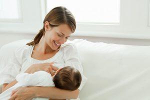 1 300x200 - اصول شیردهی به نوزاد: همه آنچه مادران باید بدانند