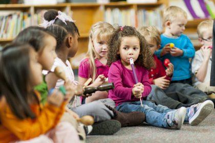 موسیق در مدارس1 420x280 - منطق حضور موسیقی در مدارس: سومندگرایی یا زیبایی شناسی؟