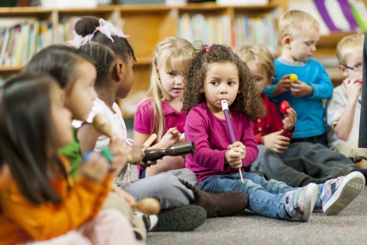 موسیق در مدارس1 738x492 - منطق حضور موسیقی در مدارس: سومندگرایی یا زیبایی شناسی؟