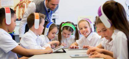 هوشمند 420x193 - تاثیر مدارس هوشمند بر پیشرفت تحصیلی: یک تبیین عصب شناختی