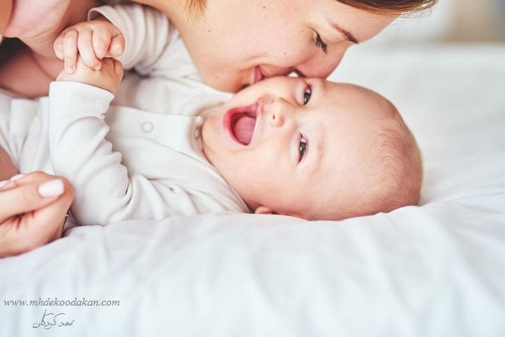 رشد زبانی کودکان شش تا نه ماهه
