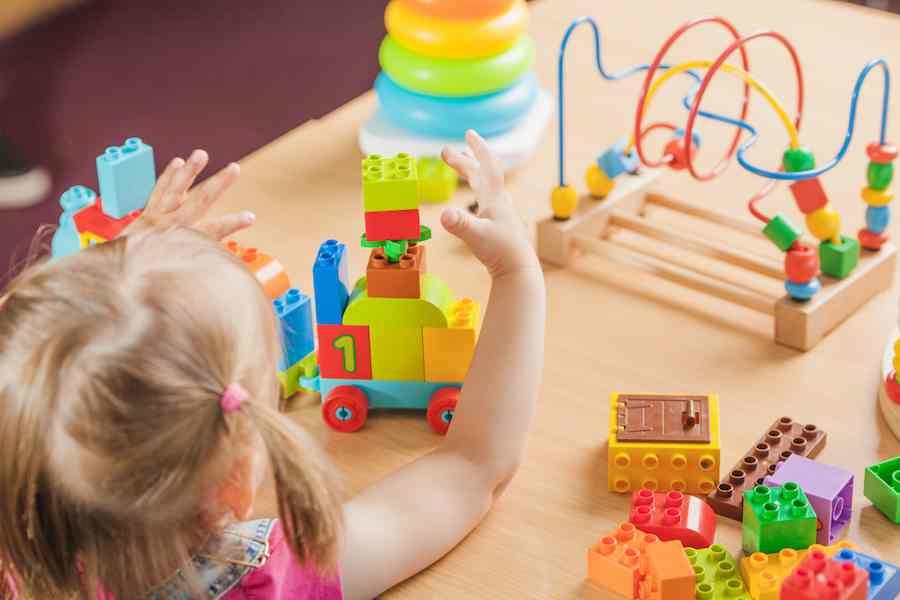 استفاده از اسباب بازیها برای آموزش ریاضی به کودکان
