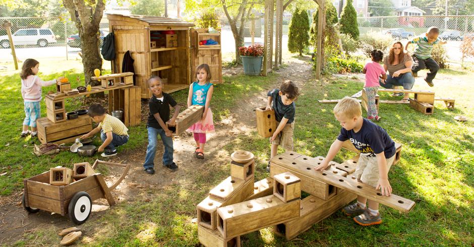زمین بازی در فضای باز مهد کودک